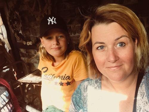 Lisen Brolin och äldsta dottern Ella.