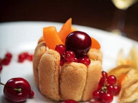 Minicharlotte med exotiska frukter och citronkräm