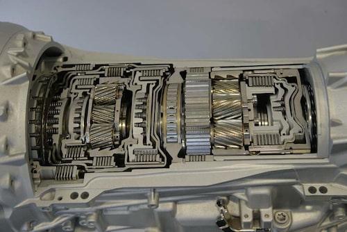 Porsche har utvecklat en  åttaväxlad Tiptroniclåda som ser  ut så här invändigt. Växlingarna  går 0,15 sekunder snabbare än i  den gamla sjuväxlade.