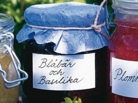 Blåbärssylt med basilika och lime