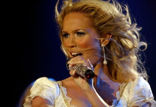 Scenvanan är stor, både som artist och programledare. (Hur coolt att leda Melodifestivalen!?)