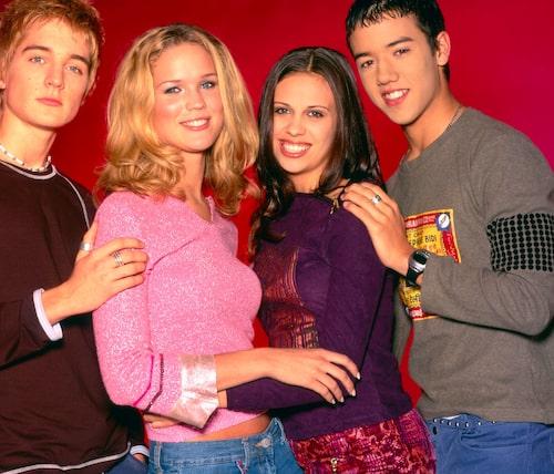 I slutet av 1990-talet blev Marie känd som en av medlemmarna i A-Teens. Här med Dhani Lennevald, Sara Lumholdt och Amit Paul.