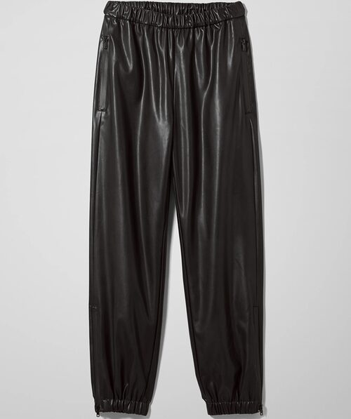 Svarta baggy byxor i fuskskinn från Weekday.