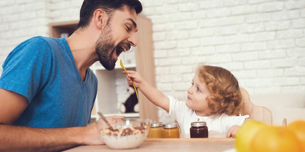 Em sked för pappa, en sked för mig … Hur barnet äter är minst lika viktigt som vad det äter.