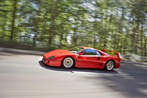 17-tumsfälgar har aldrig sett större ut och få bilar förmedlar fart genom form bättre än F40.