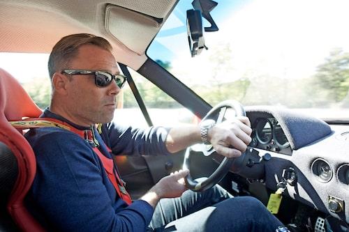En lycklig kille bakom ratten i en av sina största drömbilar. Nu mer än någonsin, efter att ha kört F40 två gånger.
