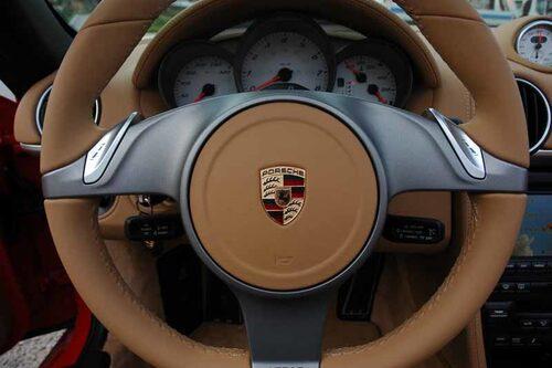 PDK-lådan styrs med de lite plastiga knapparna på ratten.