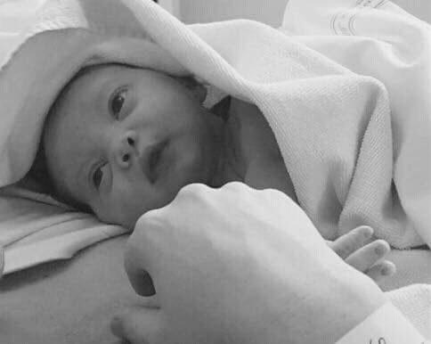Flickan föddes den 13 november 2016 klockan 01.42.