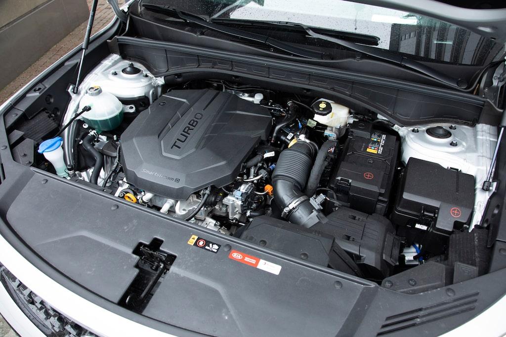 Dieselmotorn förutspås sälja marginellt i Sverige. Laddhybriden kommer i början av nästa år.