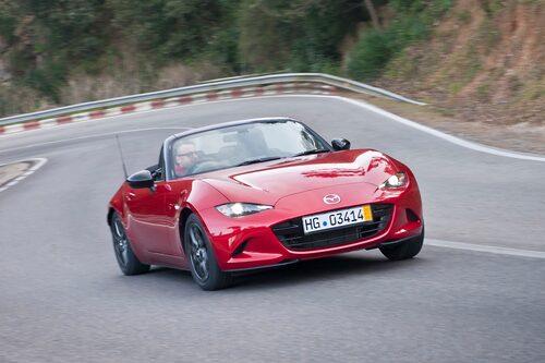 Drygt 100 kg lättare, kortare och mer kompakt – körglädjen på topp hos nya Mazda MX-5.