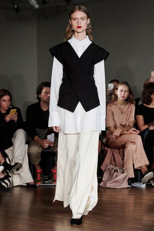 Look från Greta Grams kollektion för vår/sommar 2017.