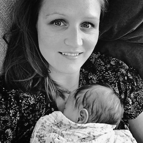 Jannie födde Sofia hemma i sin säng.