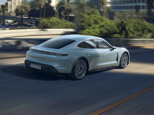 Taycan 4S är standardutrustad med Porsche Active Suspension Management (PASM) och adaptiv luftfjädring.