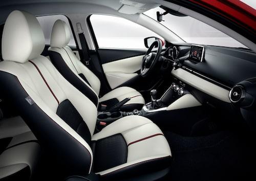 Helt ny, modern interiör i nya Mazda 2.