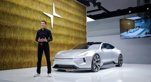 Polestars vd Thomas Ingenlath framför fjolårets omtalade konceptbil Polestar Precept Concept.