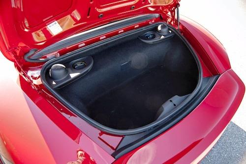 718 Boxster är inte mindre praktisk än originalet, tvärtom. Här ryms mer bagage.