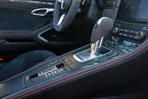 Den otroligt kompetenta PDK-växellådan kostar 33900 kr extra. Sexväxlad manuell är standard.