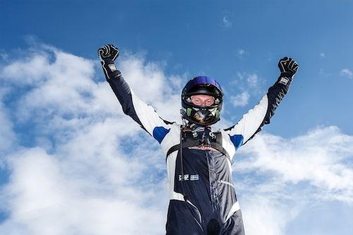 Johan Kristoffersson sträcker armarna i skyn efter att ha säkrat sin andra totalseger i STCC.