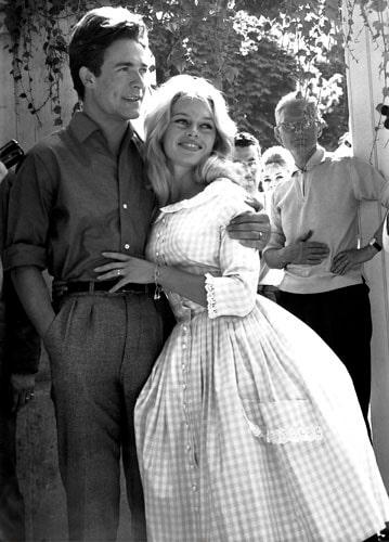 Brigitte Bardots rutiga bröllopsklänning somgav upphov till tygets nya namn – Bardotrutan.
