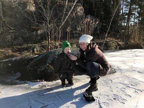 Elin med Tuva, som fyller 2 år i sommar. Hon är även mamma till Fabian, 4,5. Foto: Privat