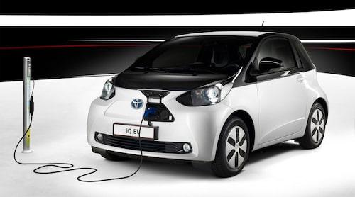 Trots att Toyota på den tiden inte var speciellt intresserade av elbilar visade de på Parissalongen 2012 upp en elektrifierad variant av småbilen iQ.