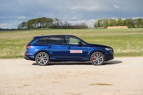 Audi Q7 gör bra nytta av sitt däckgrepp. Bäst både vad gäller älg- samt bromstest.