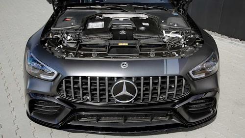Fullpackat under huven. Det är det förvisso redan i originalbilen från Mercedes. Däremot finns där ett antal uppgraderingar som ger kärran uppemot 880 hästkrafter och 1 200 newtonmeter.