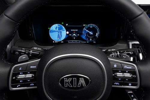 Döda vinkel-varnare med kamera, bild på objektet i döda vinkeln presenteras för föraren.