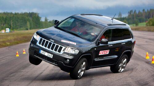 Fjärde generationen Jeep Grand Cherokee misslyckades totalt i älgtestet. Köp inte modellen innan facelift 2013/2014.