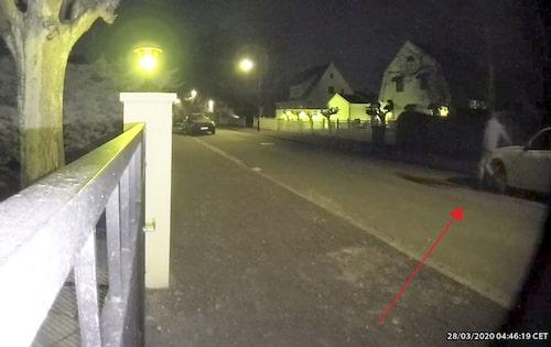 Stillbild från en övervakningskamera på mannen.