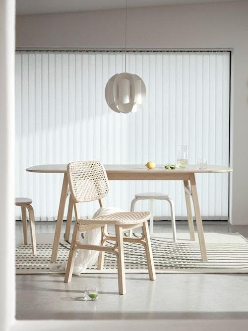 Stolen Voxlöv gjord av bambu och flätad papperssladd.