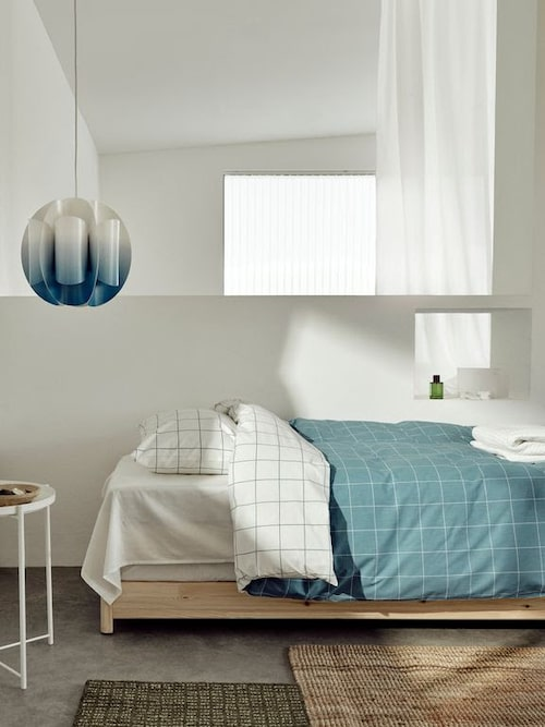 Lampan Trubbnate är en Ikea-klassiker i ny tappning. Bäddsetet Vitklöver ska föra tankarna till en swimmingpool.
