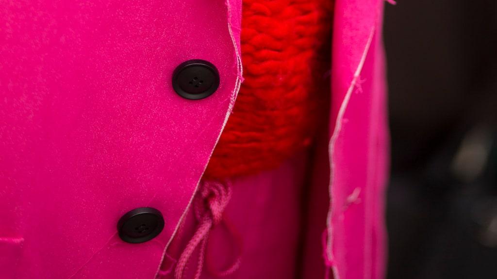 Rött och rosa är en stilsäker (missmatchad!) kombination.