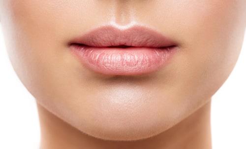 Skrubba, grunda och försegla för fina läppar!