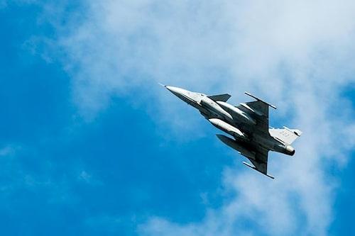 Högljudda flygplan från försvarsmakten är en vanlig syn på himlen i Blekinge.