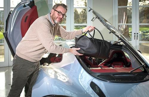 Hans Hedberg är på plats i Woking och känner på nya McLaren 570GT.