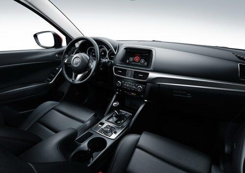 De snygga vita ytorna som Mazda 2, 3 och 6 bjuder på verkar inte CX-5 ha fått ta del av.
