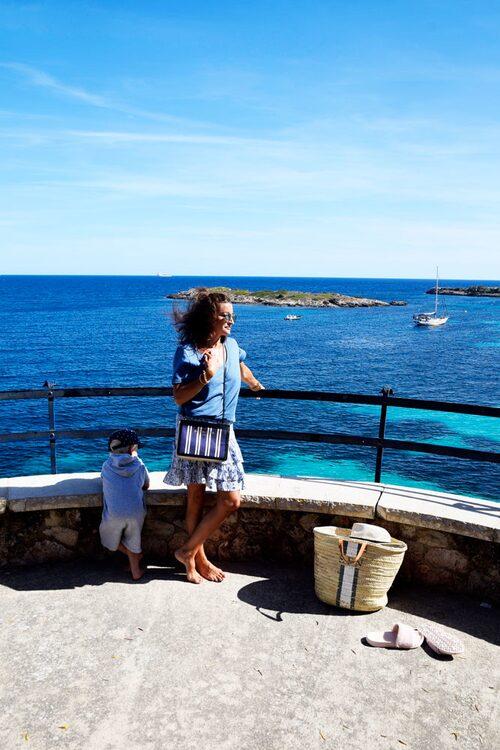 Sanna njuter av friska vindar i Palma.