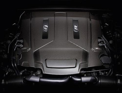 XJ575 har en femliters V8:a som ger maximala 575 hästkrafter och 700 newtonmeter.