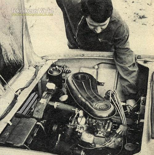I motorrummet är åtkomligheten god, utmärkt om man tar bort luftrenaren. Närmast den nya dubbelförgasaren. Kylargardin med termostatkontroll.