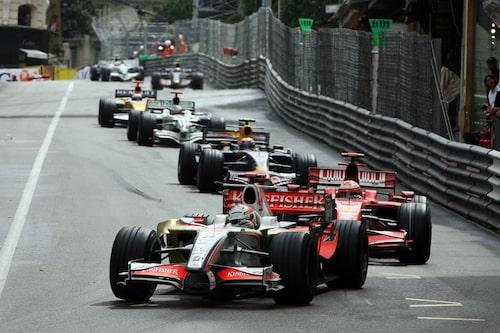 Kimi Räikkönen hack i häl på Adrian Sutil, men inte länge till...