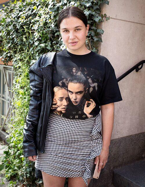 Skinnjacka, storlek XS–XL, 2299 kr, Deadwood. T-shirt av bomull, storlek S–XL, 250 kr, silvanaimam.com.