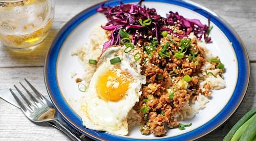 Recept på koreansk färs med krispig rödkål.