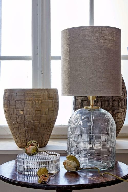 Glasask, Ikea, krukor i trä, Love warriors, lampa PR Home.