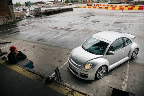 Dagen till ära vänder Hedberg kepsen bakochfram, VW Beetle RSi har rejäl busbilspotential!