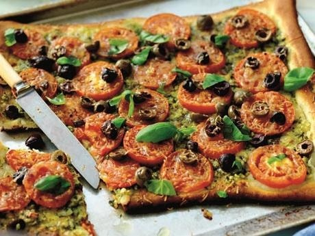 Recept på Tomatpizza med pesto.