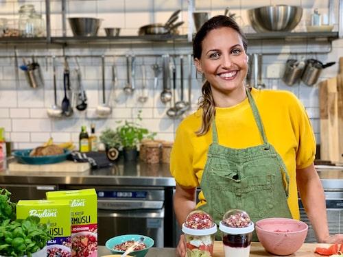 Maria Norrving är gastronomisk utvecklare i Paulúns Hälsoråd och tipsar om att toppa din smoothie bowl med krispig supermüsli. Både för smaken, tuggmotståndet och alla nyttigheter.