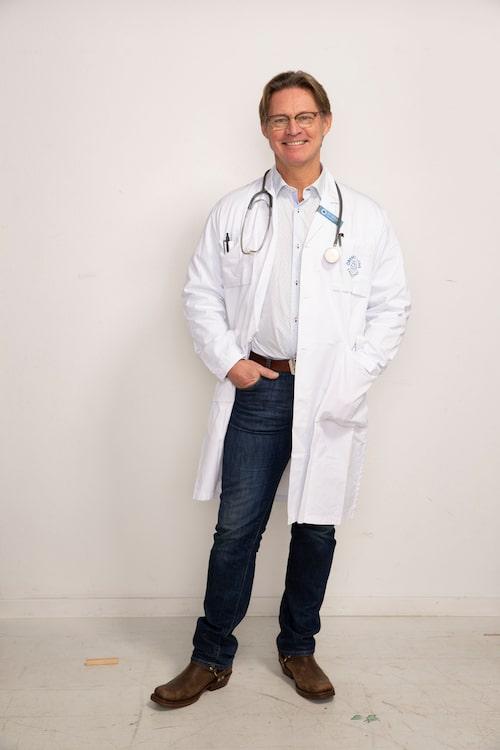 Läkaren Mikael Sandström varnar för vinterbad – om du har en hjärtsjukdom.