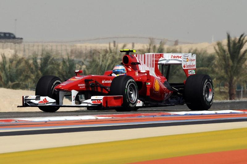 Många blickar, och hela fyra spanska TV-kanaler, bevakade Fernando Alonso under kvalet. Tredje startruta för den favorittippade spanjoren.