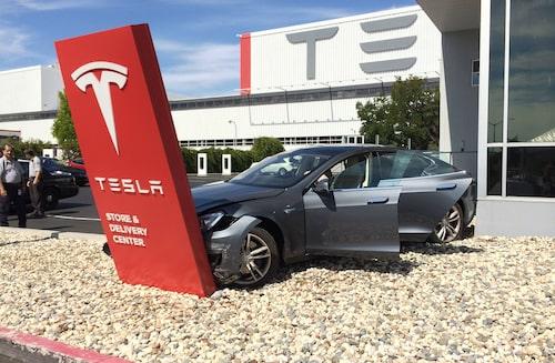 Bilden på Tesla-olyckan som vi publicerade i går